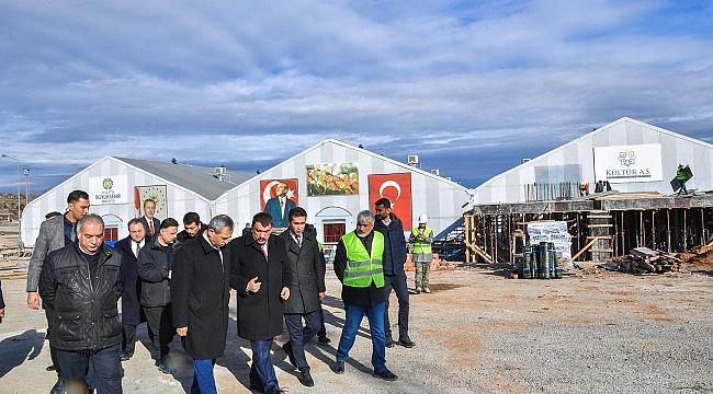 Mişmiş Park Fuar alanında inşaatı devam eden Yeni Kongre ve Fuar Merkezini ziyaret  eden Başkan Gürkan;
