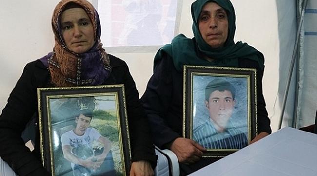 Annelerin evlat nöbetine iki aile daha katıldı