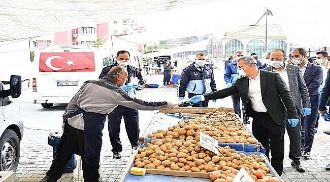 Başkan Çınar,Maske Ve Eldiven Dağıttı