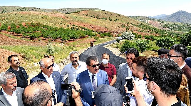 Büyükşehir Belediye Başkanı Selahattin Gürkan'dan Hekimhan ilçesine ziyaret
