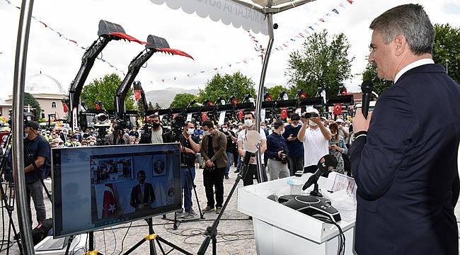 Vali Baruş Büyükşehir Belediyesi Araç Tanıtım Törenine Katıldı