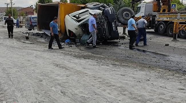 Malatya'da freni boşalan kamyon ortalığı birbirine kattı